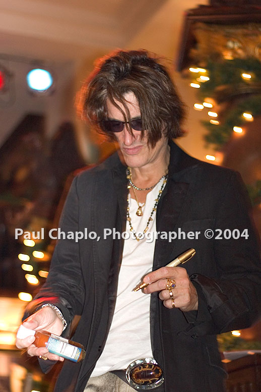 Joe Perry at Hard Rock Cafe Dallas Texas TX Hot sauce